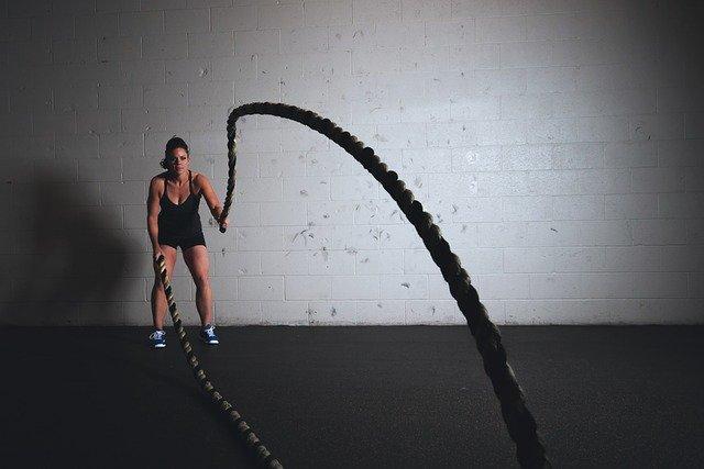 Достаточно просто подобрать себе фитнес план, так как этот вид тренировки подразумевает большое количество различных вариаций, а также, позволяет использовать различные виды дополнительного оборудования