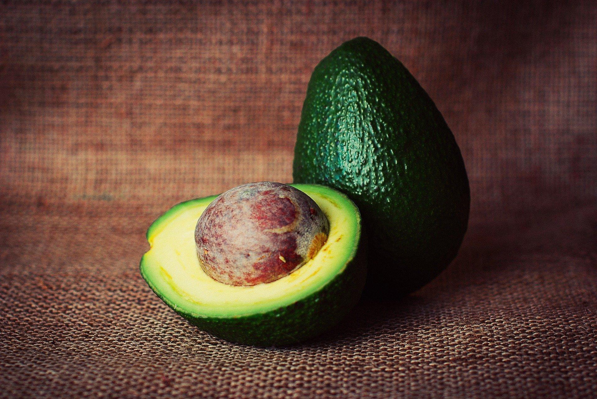 Любой продукт состоит из четырех макроэлементов: углеводы, жиры, белки и спирты.