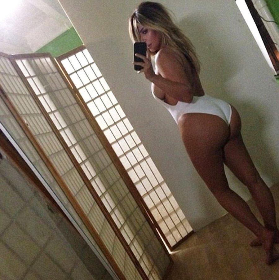 Ким Кардашьян @kimkardashian