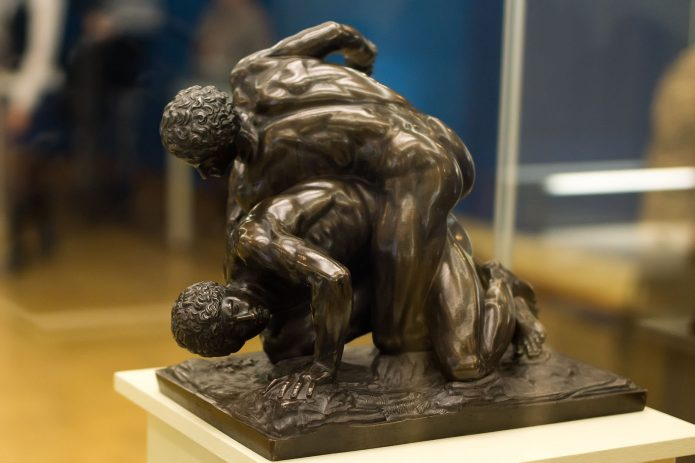 Статуя борцов