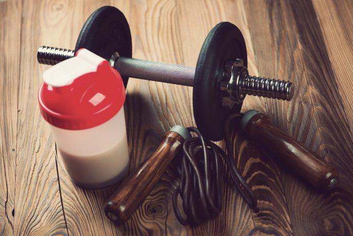Гантели и спортивное питание