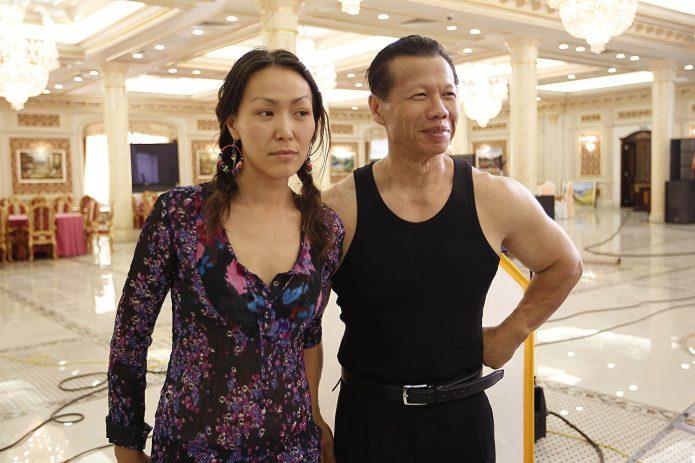 Боло Йенг с девушкой
