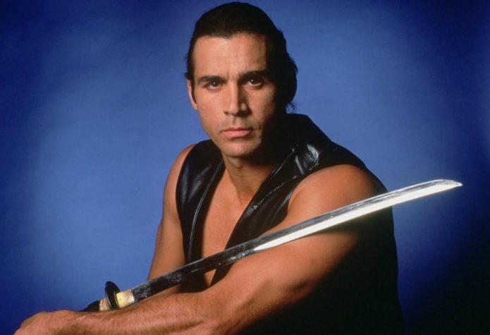 Эдриан Пол с мечом