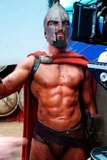Джерард Батлен на съемках фильма 300 спартанцев
