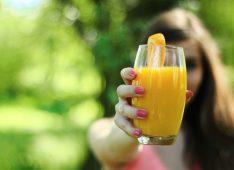 Стакан фруктового сока