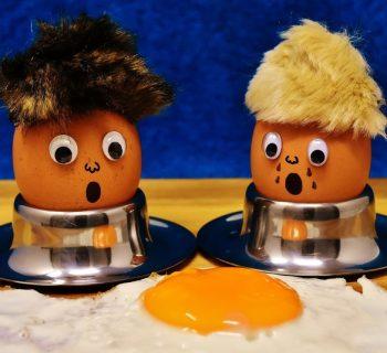 Два яйца в скорлупе и яичница