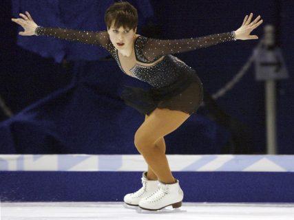 Ирина Слуцкая выступает на льду