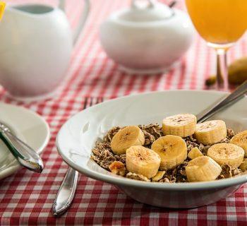Завтрак, каша с бананами