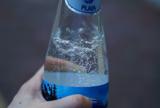 Бутылка с газированной водой
