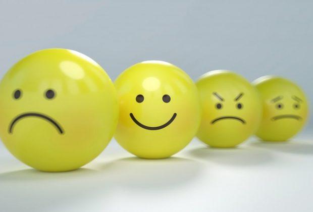 Четыре смайлика с разными эмоциями