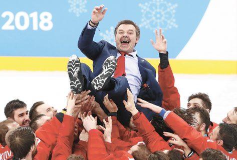 Олег Знарок с российской хоккейной сборной