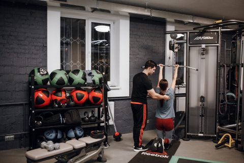 Тренировка в фитнес-зале