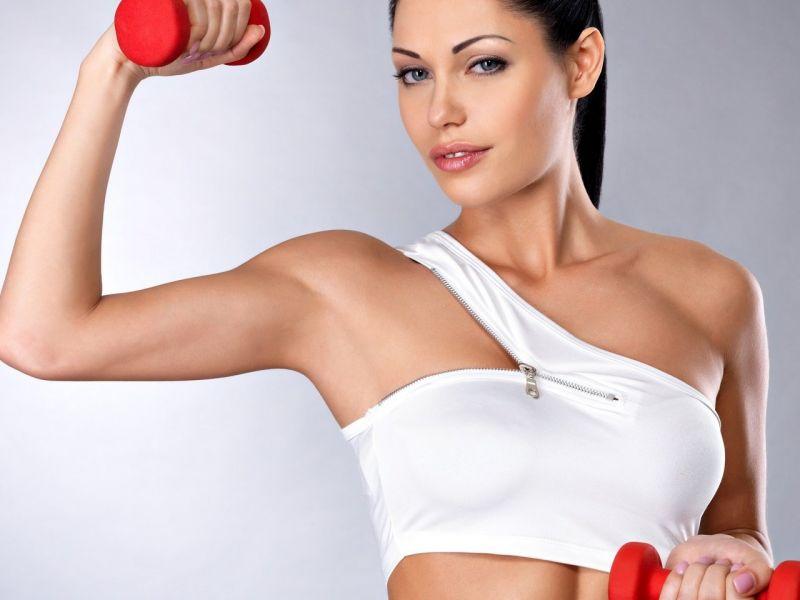 Как подтянуть грудь дома при помощи упражнений