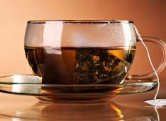 Чашка с пакетиком чая