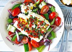 Греческий салат и омлет