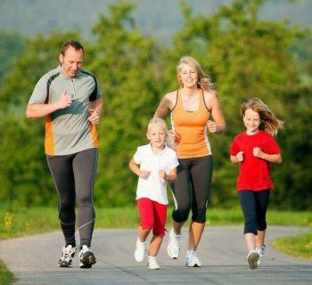 Семья на пробежке