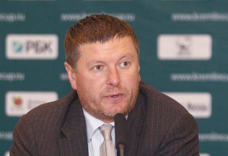 Евгений Кафельников даёт интервью
