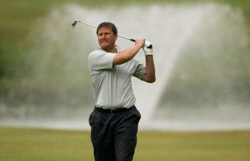 Евгений Кафельников играет в гольф