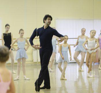 Николай Цискаридзе в танцклассе