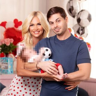 Виктория Лопырёва с мужем и ребёнком