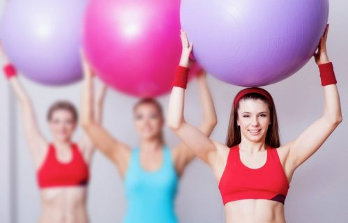 Девушки с фитболами