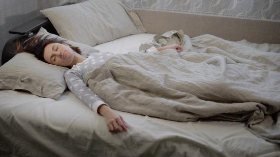 спать под тонким одеялом