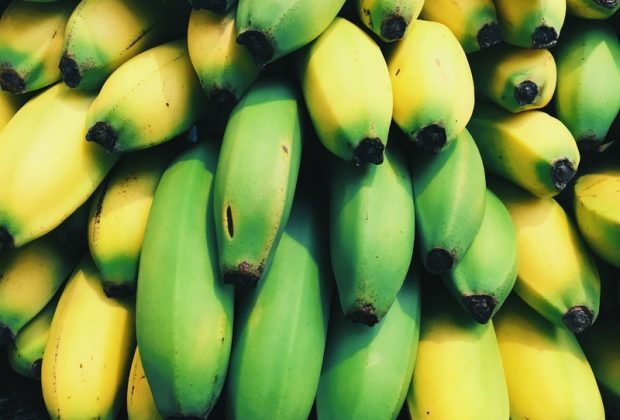 Желтые и зеленые бананы