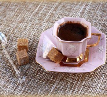 Чашечка кофе и сахар