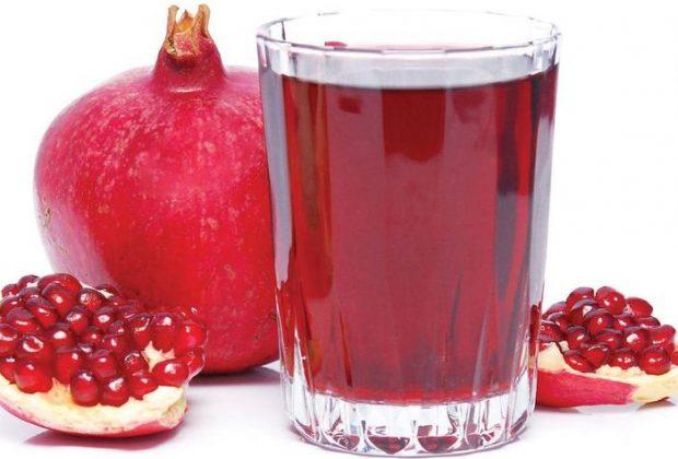 Гранат и стакан гранатового сока