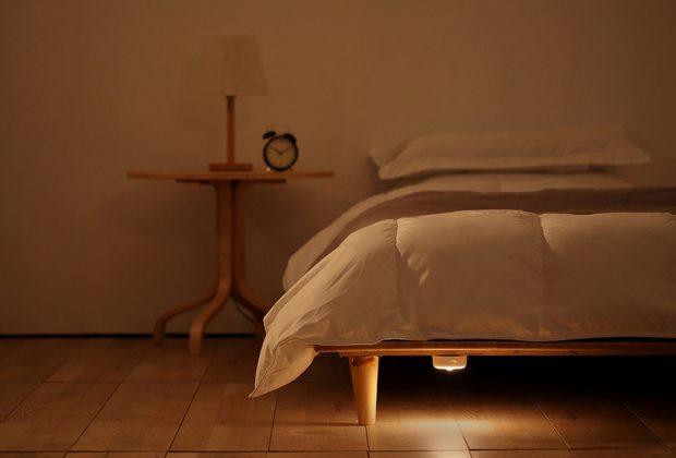 Кровать с ночником