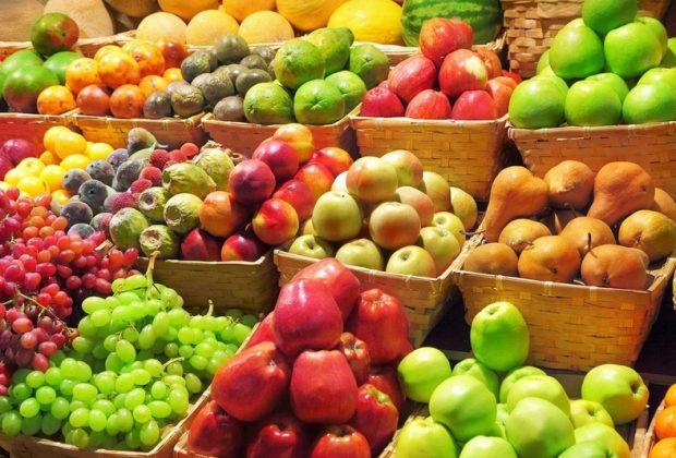 Фрукты и овощи в магазине