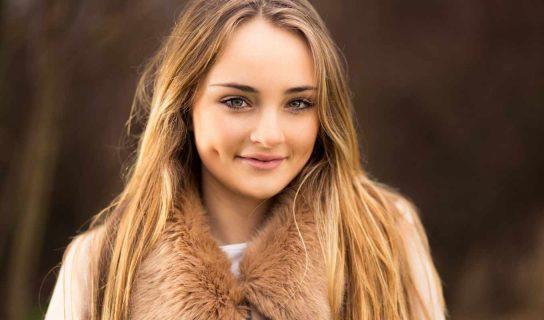 Девушка с полными щеками