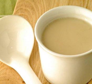 Топленое молоко в кружке