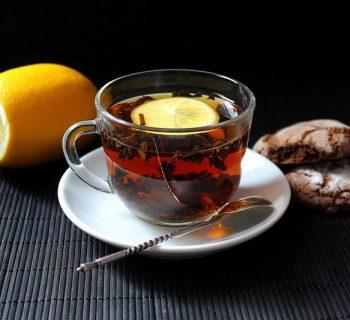 Чашка чая и апельсин
