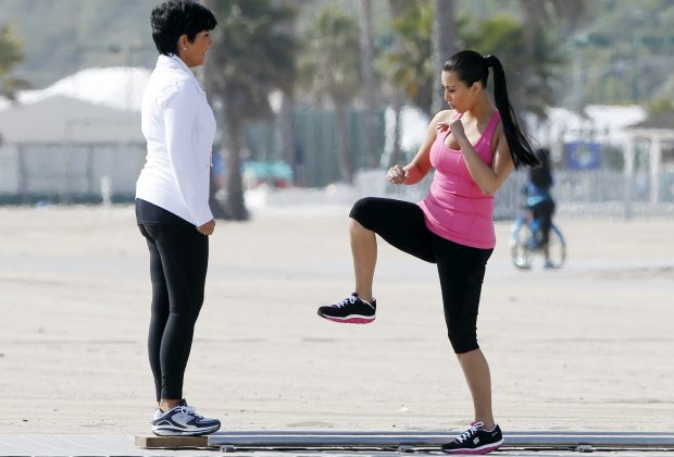 Ким Кардашьян тренируется