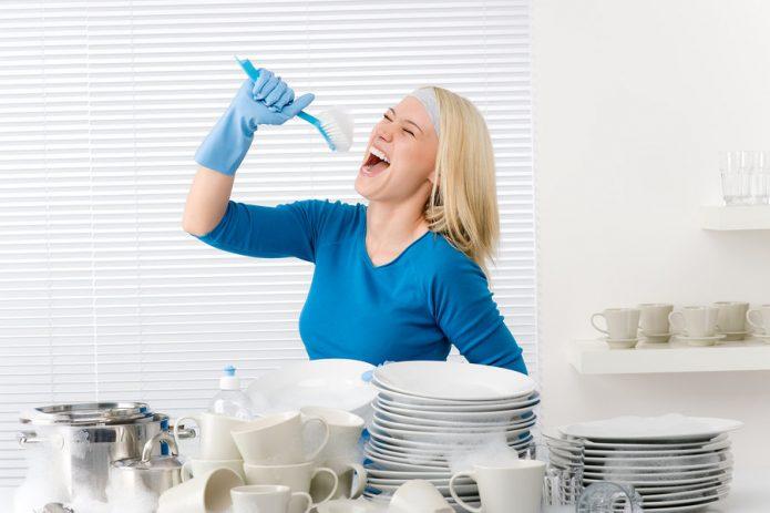 Мыть посуду под музыку