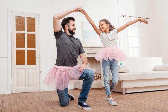 Танцевать дома дочкой балет