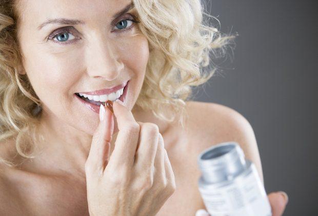 женщина 40 лет пьет таблетки