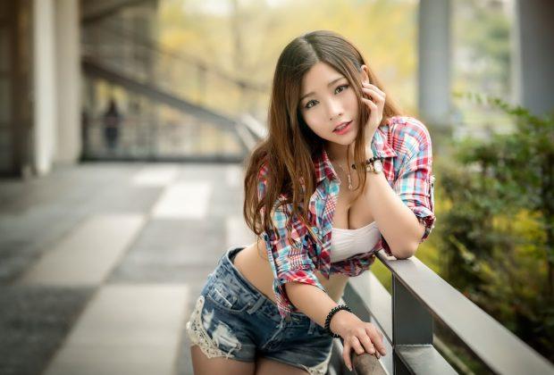 Молодая азиатка