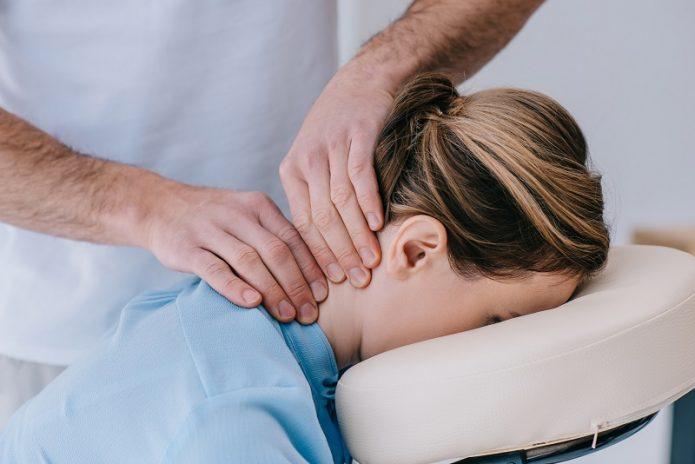 Массаж для кровообращения в шее